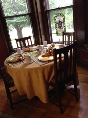 1840 Inn on the Main Bed and Breakfast: Table for 4