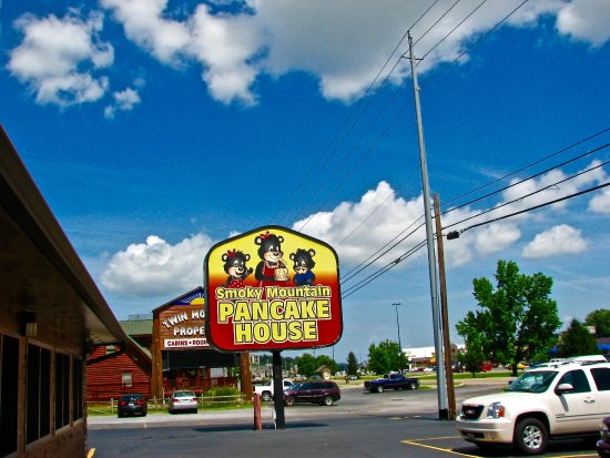 Smoky Mountain Pancake House: Sign
