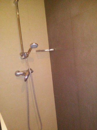Don Moustache Hostel : Banheiro do quarto privativo