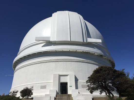 "Palomar Mountain, Калифорния: View of the entrance to the 200"" Hale telescope."