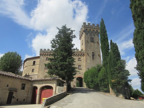 Montespertoli, อิตาลี: castle and tower