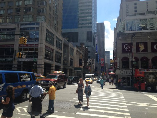 Econo Lodge Times Square: The view of 8th Ave from the Econo Lodge