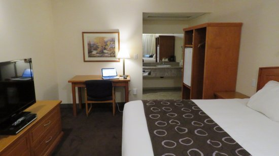 Travelodge Kamloops City Centre: Typical room, Queen bed