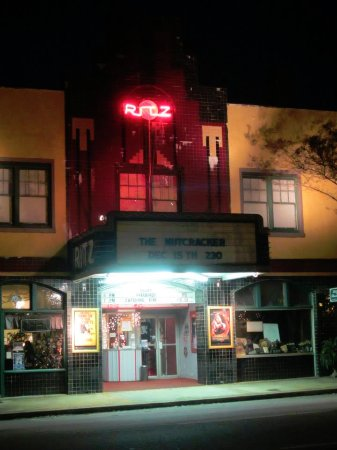 Thomaston, GA: Ritz Theatre all lit up at night. You can see Ritz Cafe left of the theatre.