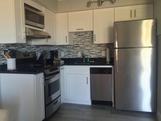 Belleair Beach, FL: partial gulf view kitchen