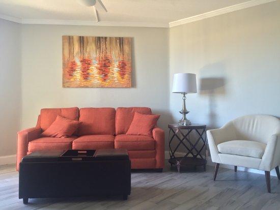 Belleair Beach, FL: partial gulf view living room