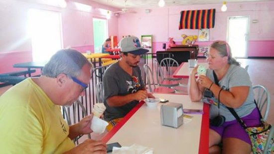 Dillon, SC: This is the ice cream shop