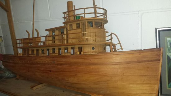 Atlantic Beach, FL: Great food, great model ships