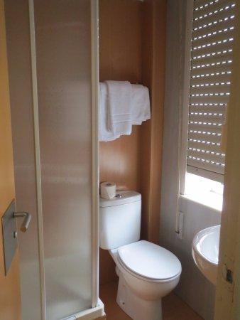 Hostal San Roque : Banheiro do quarto 8