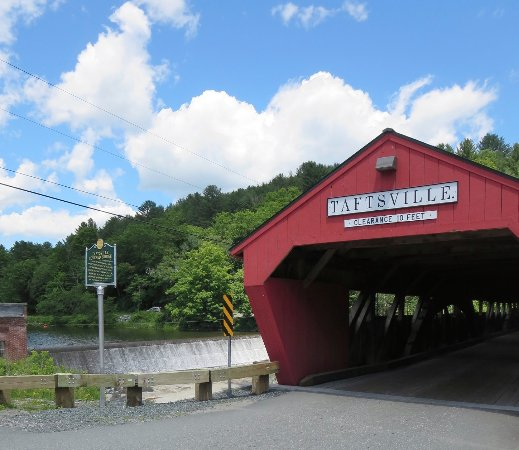 Woodstock, VT: Taftsville Covered Bridge