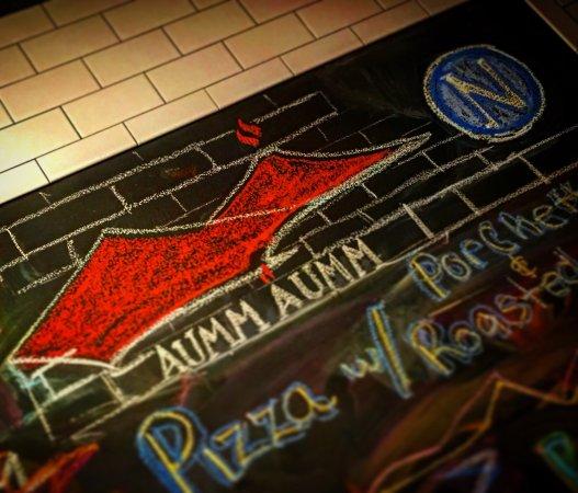 North Bergen, NJ: Aumm Aumm Pizzeria and Winebar