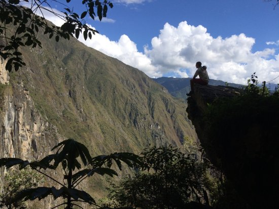 Adventure Heart Peru: Chilling on the cliff at Machu Picchu