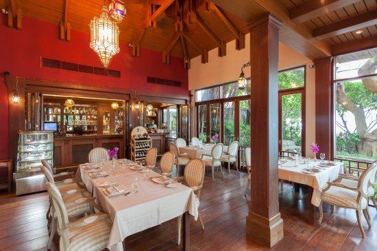 Raya Restaurant and Wine Bistro: Indoor