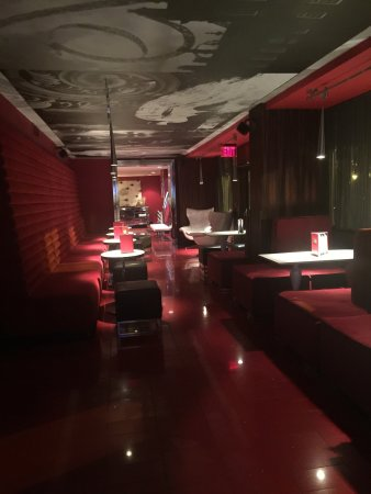 Kimpton Rouge Hotel: Not a well lit bar, closes 1030pm. No atmosphere