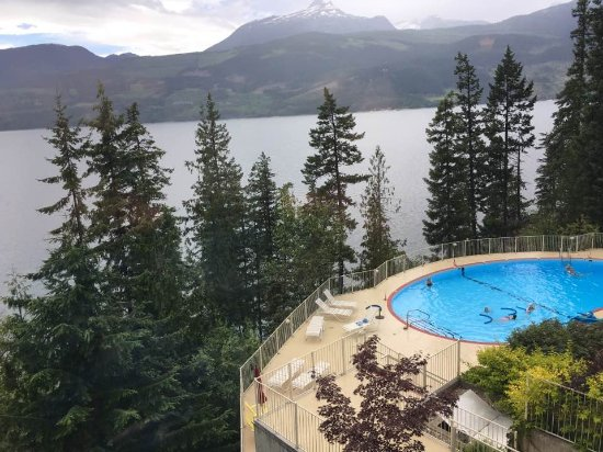 Halcyon Hot Springs: Great Restaurant view...