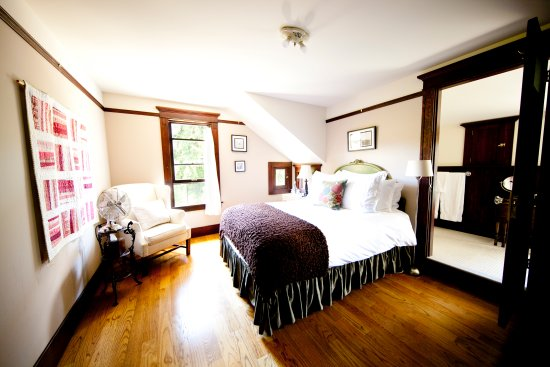 The Gatewood Bed and Breakfast: Frost Room