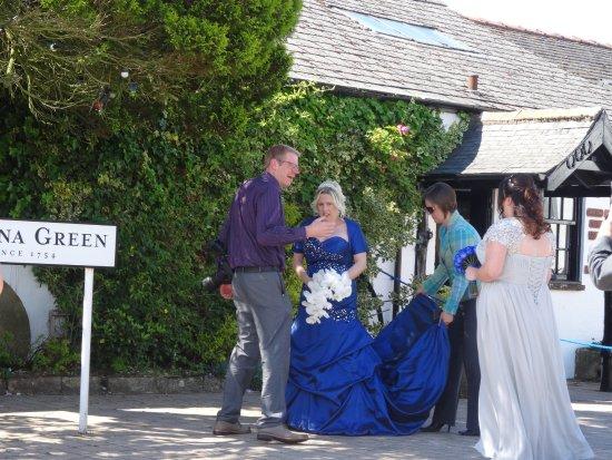 Gretna, UK: BRIDE ARRIVED FOR MARRIAGE