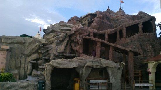 Vaishnodevi Temple: temple