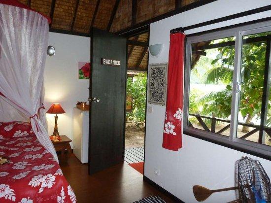 Fare Vaihere bungalow face au lagon