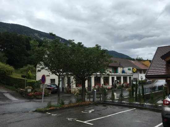 Archamps, Frankrijk: Le restaurant depuis le parking