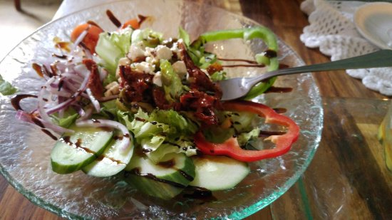 Sudur Vik: Greek salad with olives, cucumbers, tomatos, red sweet pepper and more.