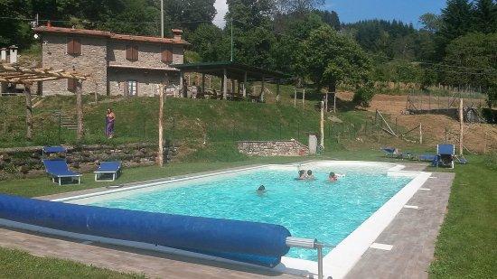 Montefegatesi, Ιταλία: La Piscina