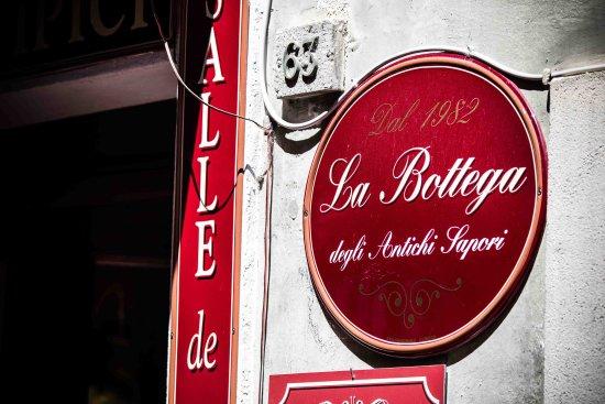 La Bottega Degli Antichi Sapori - Le Bar a Vin: Lo sfondo di Aosta Romana