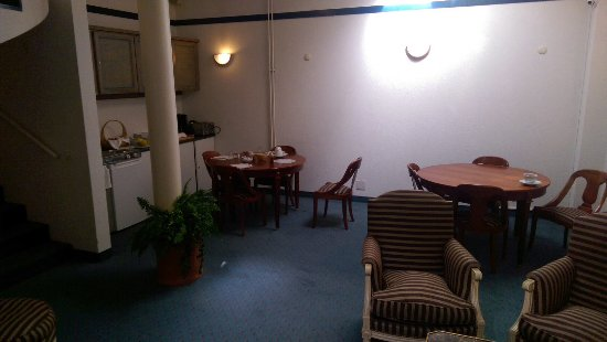 Hotel Residence CityZen: Breakfast area and some of the tables. 10 CHF