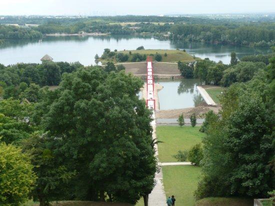 Ile de loisirs de Cergy-Pontoise : Vue des Etangs et Paserrelle Axe Majeur