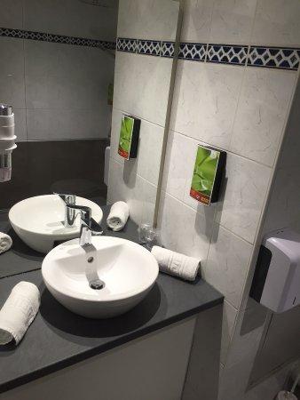 Inter-Hotel Nevers Centre Gare : Salle de bain