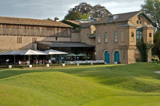 Le Kempferhof Golf et Château-Hôtel: Hôtel et terrasse du restaurant