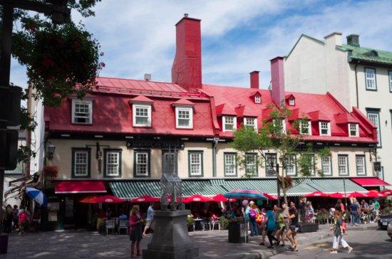 Auberge du Tresor: 赤い屋根の外観が可愛いです