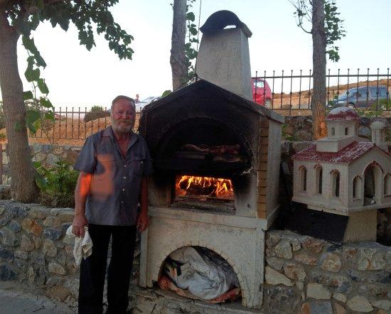 Maroulas, Hellas: Michalis und sein Fourno!