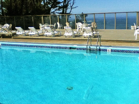Inn at Otter Crest: Very nice pool with ocean views