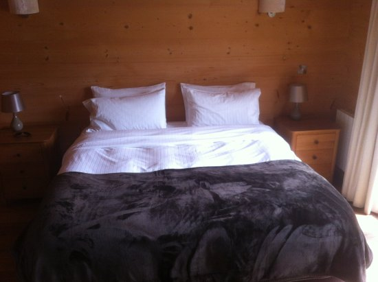 Pandy Inn B&B: Large comfortable bed.