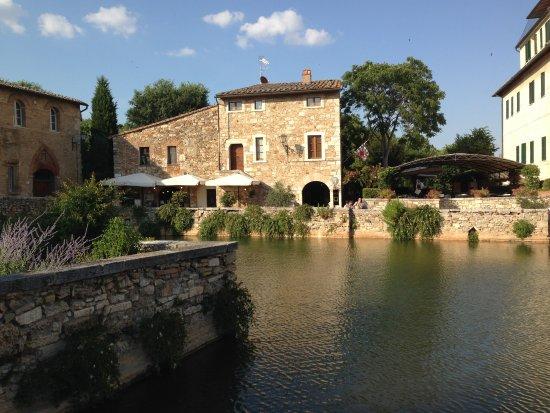 La vasca termale!! - Foto di Terme Bagno Vignoni, Bagno Vignoni ...