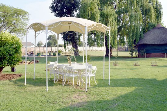 Kempton Park, Sydafrika: A massive garden to roam around and for kids to run around and to be basked