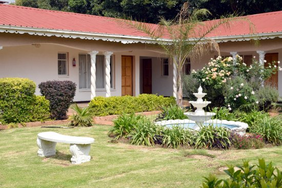 Kempton Park, Sydafrika: Another view of the lodge showing off the location of the rooms