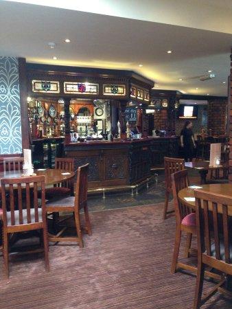 Lathom, UK: Bar and eating area...