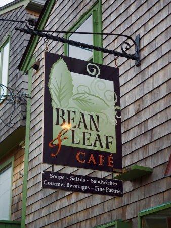 Bean & Leaf Cafe : Bean & Leaf exterior sign