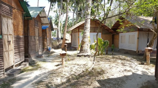 Island Vinnies Tropical Beach Cabana: Upgraded Huts