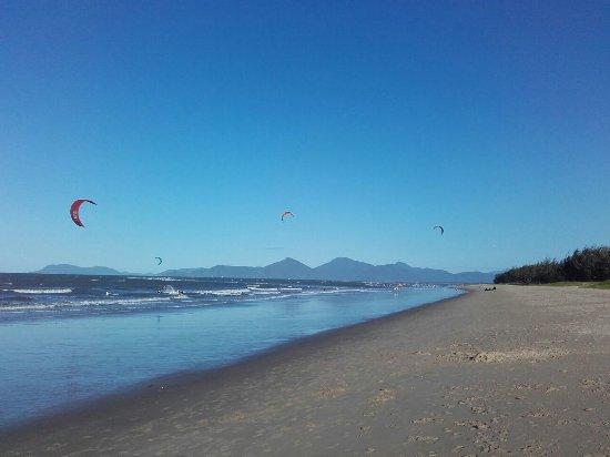 Yorkeys Knob, Australia: This is the beach 100 m from Villa Marine. Lifeguard swim zone available