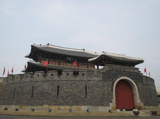 Suwon, Sydkorea: かなり立派です