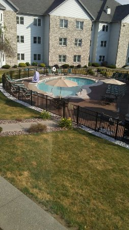 Liverpool, NY: Room with pool view