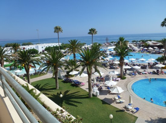 Louis Creta Princess Beach Hotel: Larges piscine d'eau douce et chaude