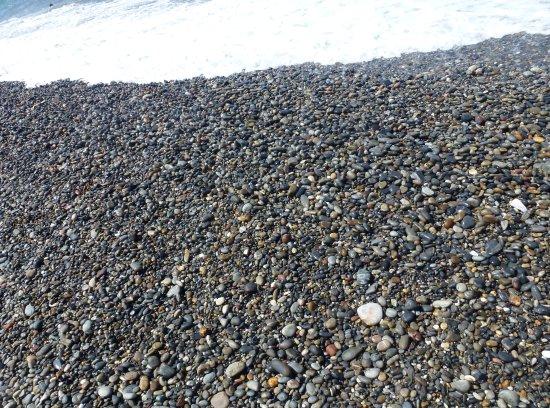Louis Creta Princess Beach Hotel: Plage de galets qui fait bien mal aux pieds ...