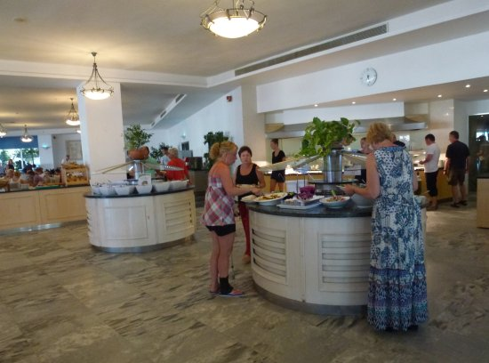 Louis Creta Princess Beach Hotel: Les 2 uniques buffets d'entrées bien maigres ...