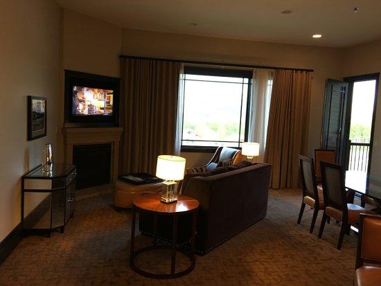 Waldorf Astoria Park City: Superior suite living room