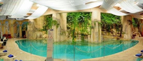 Hilton Sorrento Palace: Indoor pool area