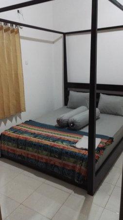 Salassa Guest House: AC Room Bed